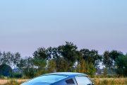 Seitenansicht 67er Ford Mustang. Der Mond steht hoch am Himmel
