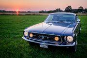 Frontansicht von schräg oben des 67er Ford Mustang