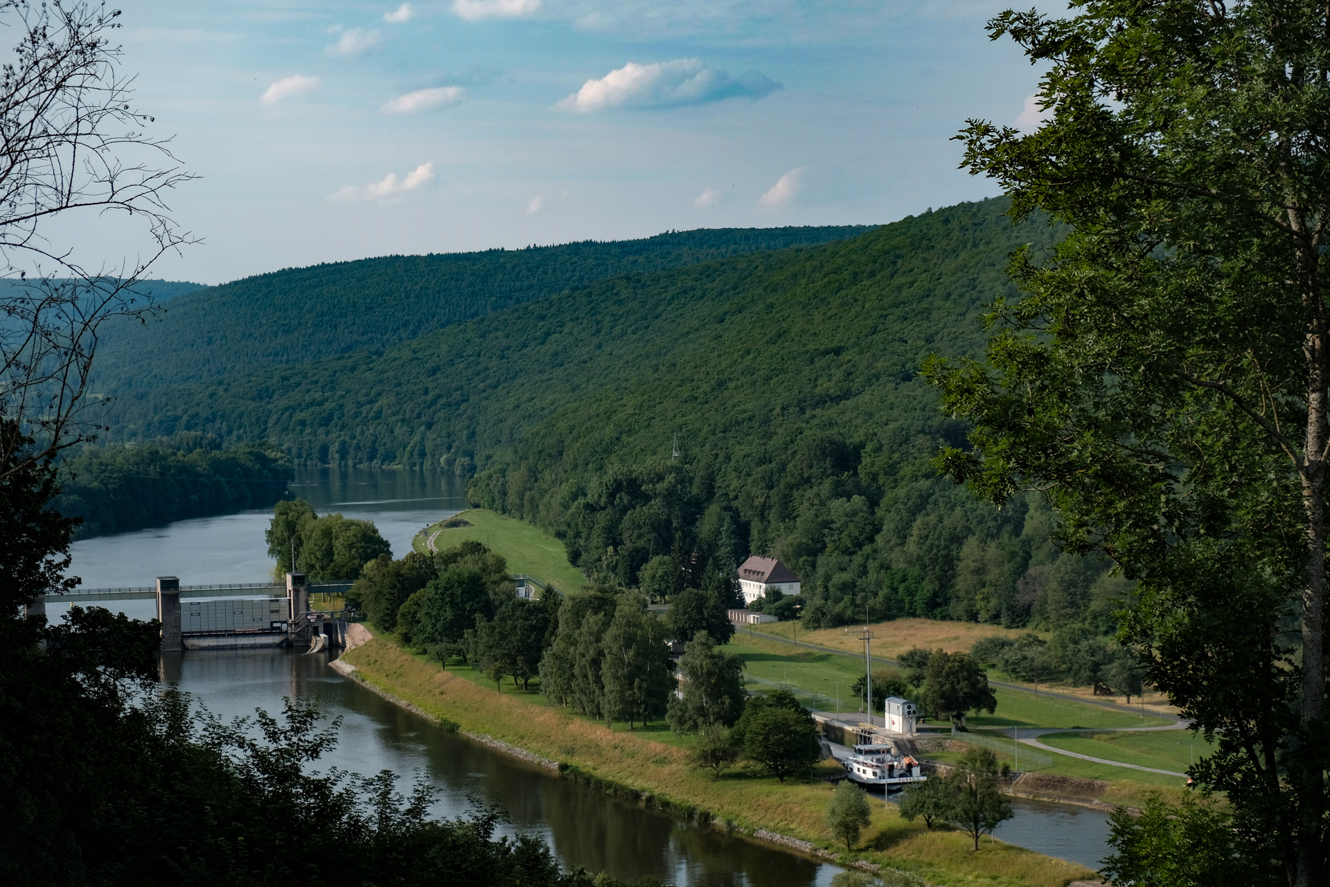 Blick auf das E-Werk bei Neustadt am Main