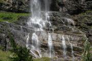 Fallbach Wasserfall Maltatal, Wasser teilt den Felsen