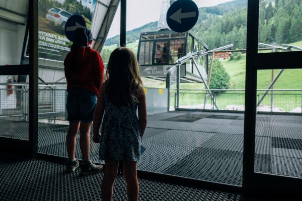 Helm Talstation, Lisa blickt auf Gondel